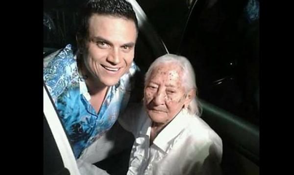 Abuela silvestrista de 103 años conoció a su ídolo y celebró bailando
