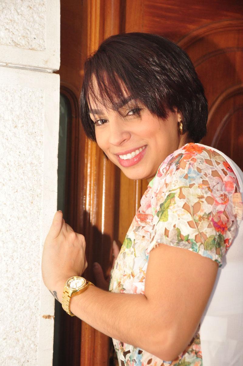 Dayana Scarleth - la sensual y talentosa corista primera voz de Silvestre Dangond