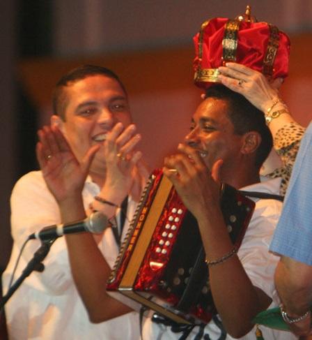 30 DE ABRIL DEL 2007 VALLEDURA EL NUEVO REY DE REYES HUGO CARLOS GRANADOS AL REY DE REYES EN EL FESTIVAL FOTO MAURICIO MORENO EL TIEMPO