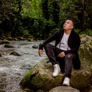 Descargar Reina entre las bellas – lo nuevo de Hector Hernandez