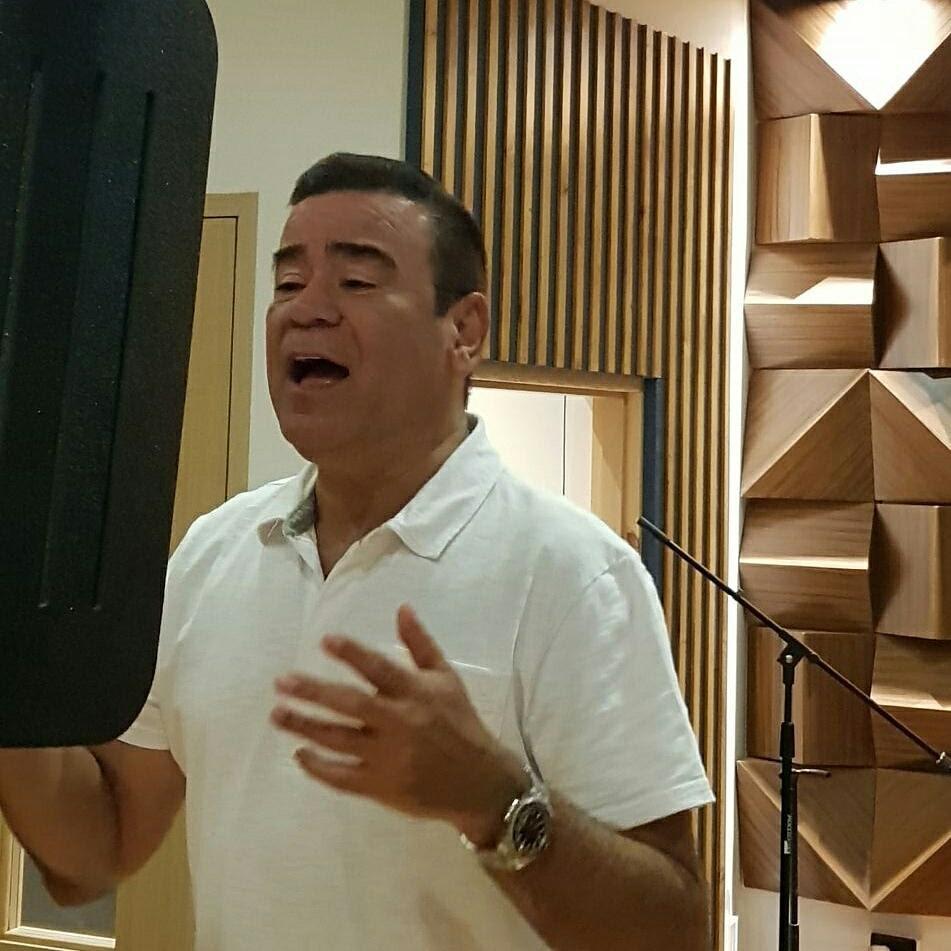 Iván Villazón lanzará dos canciones para alegrar las fiestas de fin de año