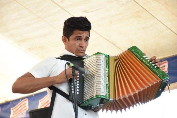 acordeonero-finalista-2018-omar-hernandez-el-zorro-600x400