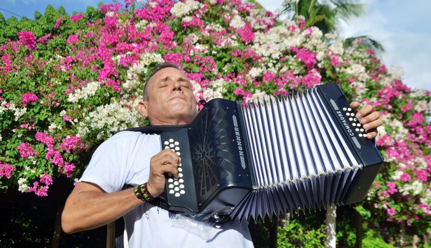 El rey vallenato Julián Rojas y su lucha por salir de las drogas
