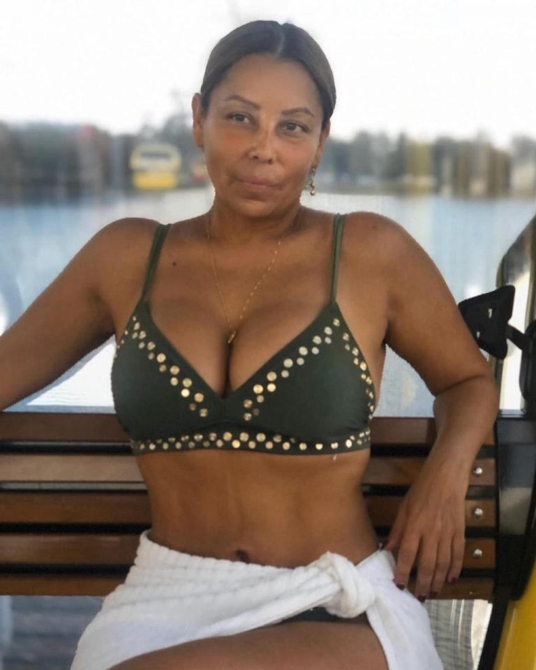 Luz Consuelo Martinez, ex-esposa de Diomedes Díaz en vestido de baño.